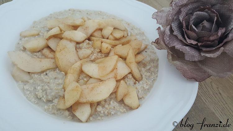 Porridge mit Honigbirne