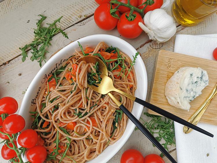 Gorgonzola-Tomaten-Pasta mit Rucola