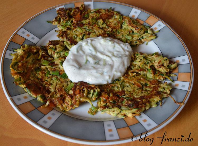 Zucchini-Puffer (mit Tzaziki)
