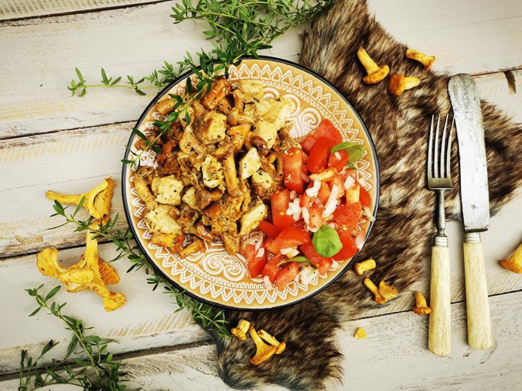 Pute mit Pfifferlingen und Tomatensalat