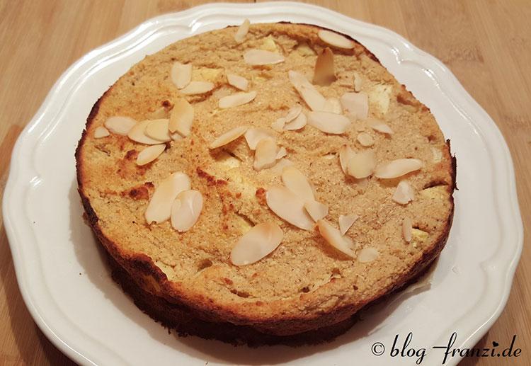 Kokos-Apfelkuchen mit gehobelten Mandeln