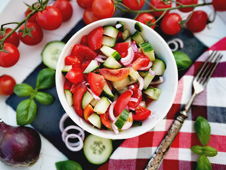 Schneller Gurken-Tomatensalat