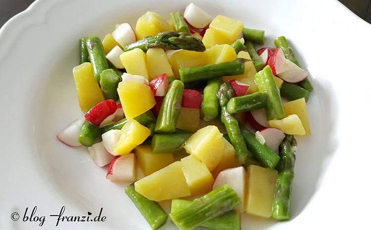 Vegetarische Kartoffel-Spargelsalat mit Radieschen