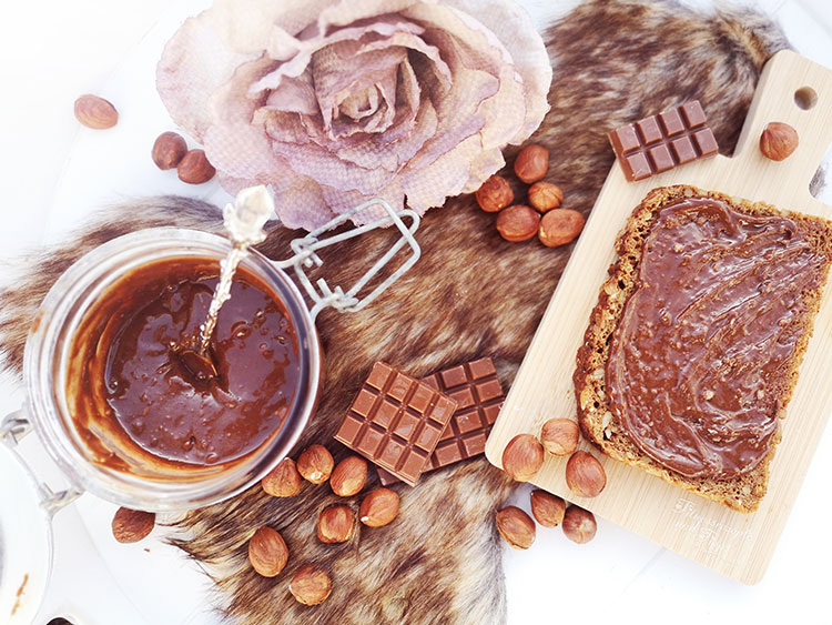 Haselnusscreme (gesundes Nutella) Low Carb