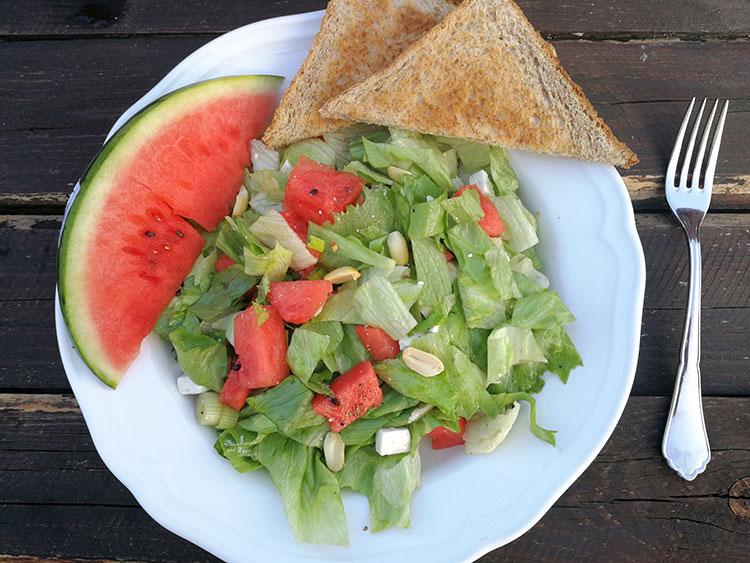 Melonen Fetasalat mit Erdnüssen