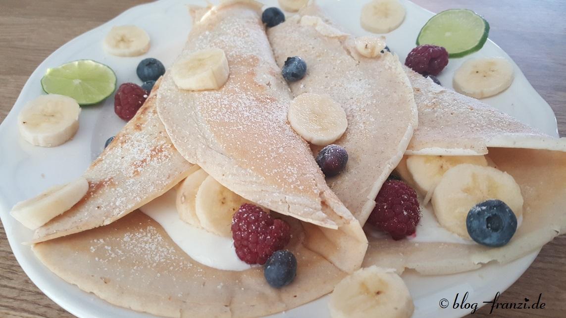 Gefüllte Crêpes – Pfannkuchen mit Joghurt gefüllt