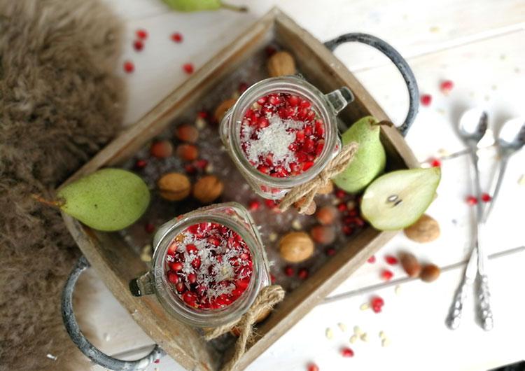 "Kokos Overnight Oat mit Birne und Granatapfel  ""ONO"""