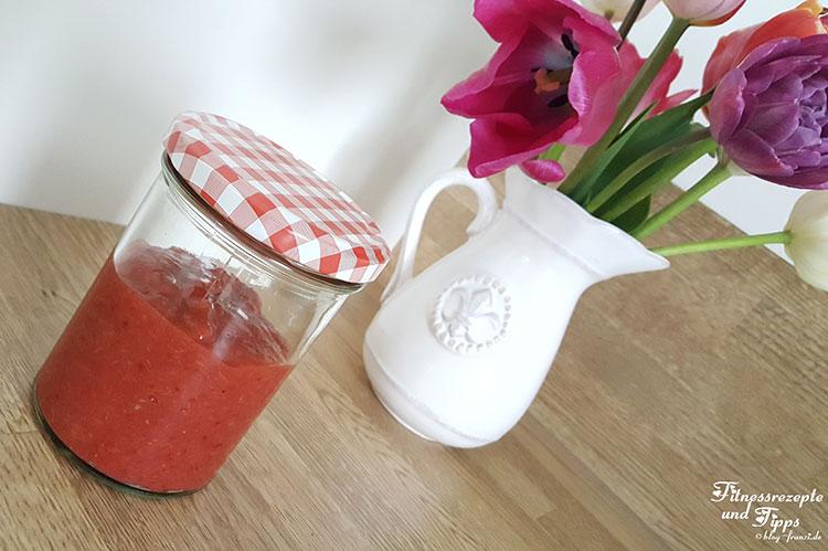 Schnelle rohe Erdbeer-Rhabarber Marmelade