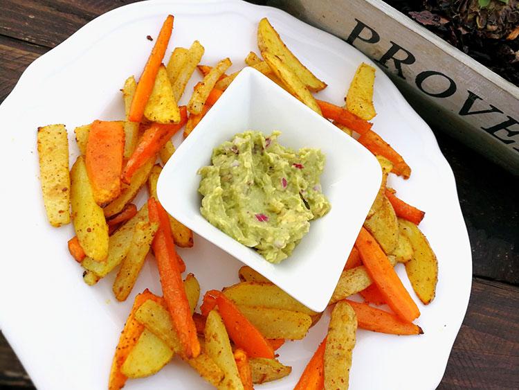 Gemüsepommes mit Guacamole