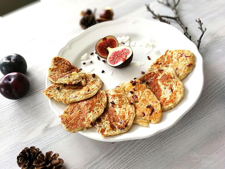 Pflaumen Pancakes – Eiweißreiches Frühstück