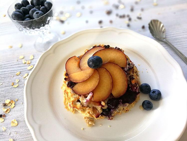 Proteinreicher Frühstückskuchen mit Obst