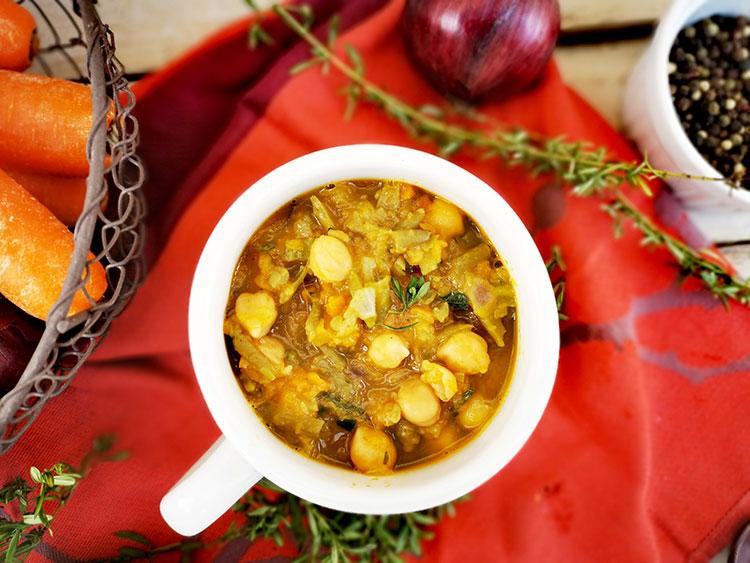 Süßkartoffel-Bohneneintopf mit Kichererbsen
