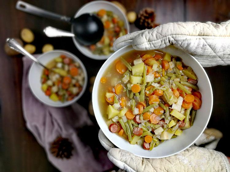 Würziger Gemüseeintopf mit Pfefferbeißern
