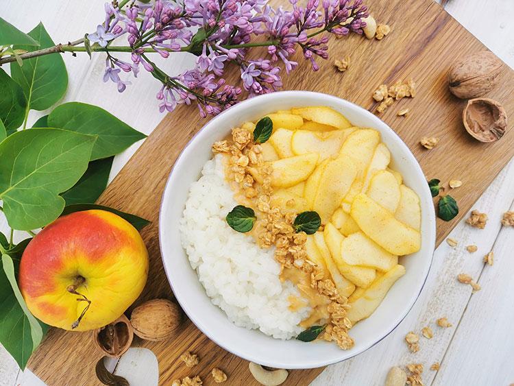 Apfelmilchreis mit Erdnussmus