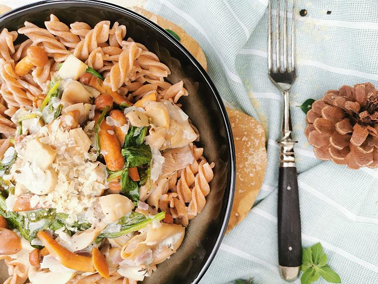 Pasta mit veganer Pilz-Spinat-Soße