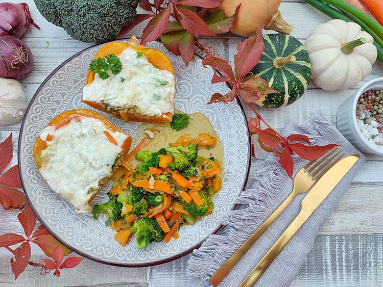 Vegetarischer gebackener Curry-Butternutkürbis